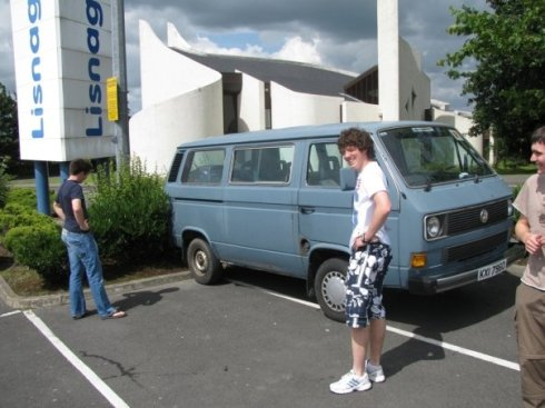 Tom still had to get used to parking the Caravelle...